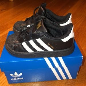 Like NEW adidas hard top / toddler size 8